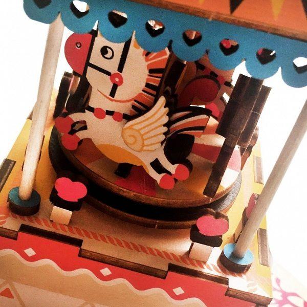 Деревянный 3D конструктор - музыкальная шкатулка Robotime Карусель - характеристики, описание, отзывы и инструкция. Купить по выгодной цене в Москве, с быстрой доставкой по всей России.