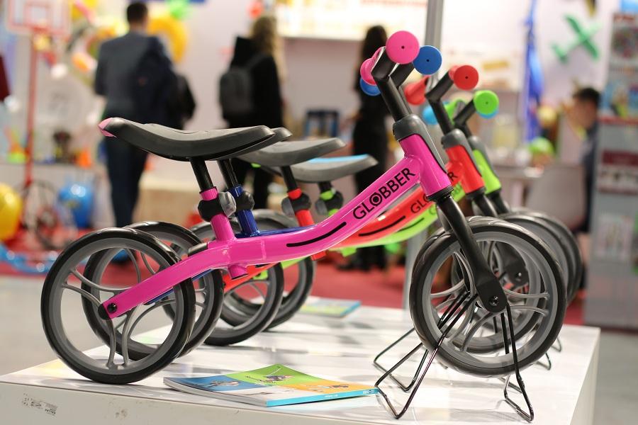 Выставка Kids Russia 2019 - новинки детских игрушек, Беговел Globber Go Bike.