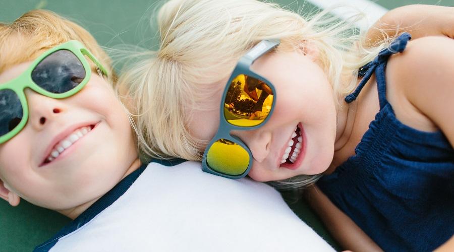 Модный детский летний Look в очках Aviator